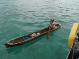 Indianer med kano.